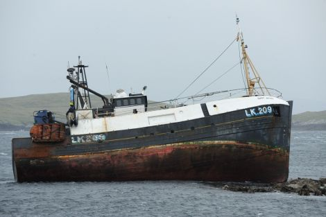 The vessel on the rocks just outside Hamnavoe - Photo: Malcolm Younger (Millgaet Media)