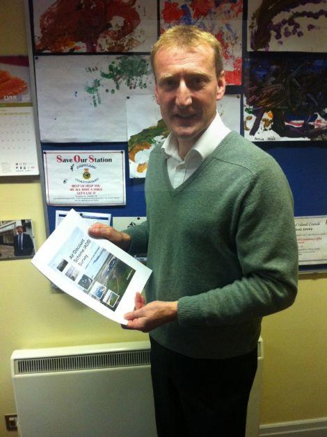 Shetland MSP Tavish Scott with the ADS survey - Photo: James Stewart
