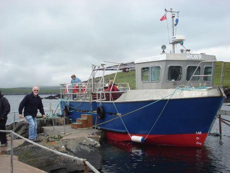 Skipper Tom Jamieson assisting customers disembarking on Mousa.