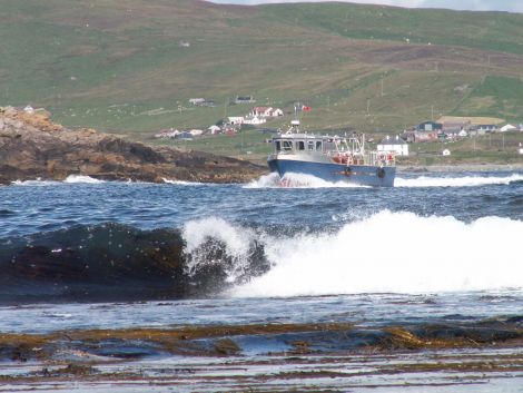 The Mousa ferry heading for the pier at Sandayre - all photos: Shetland News