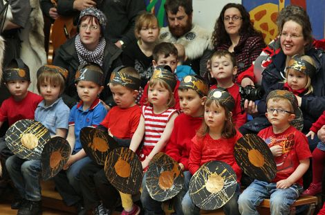 Bairns and parents enjoying the visit of the jarl's squad to the Lunnasting primary school, in Vidlin.