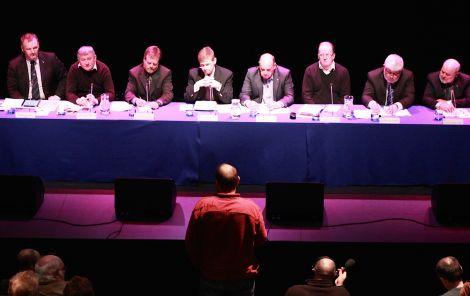 The eight strong panel, including western isles leader Alistair Campbell (second from left), being questioned by local independence campaigner Ali Inkster - Photo: Hans J Marter/ShetNews