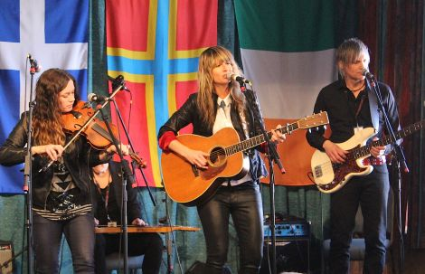 Award winning Canadian roots duo Madison Violet making their return visit to the folk festival - Photo: Hans J Marter