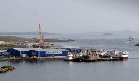 The Shetland Catch factory with the pelagic trawler Research - Photo: ShetNews
