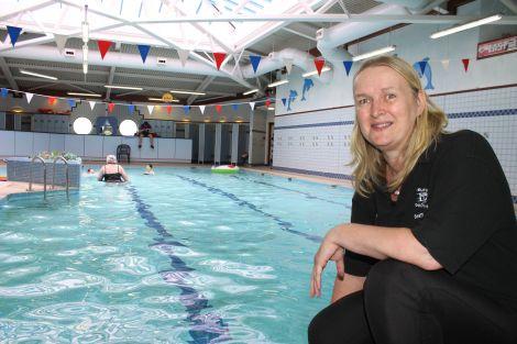 Erraid's coach Lorraine Gifford at the Brae pool. Photo Shetnews