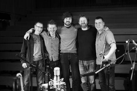 Kris Drever (centre) with Ewen Thomson, Ross Couper, Eamonn Coyne and Maurice Henderson. Photo: Floortje Robertson