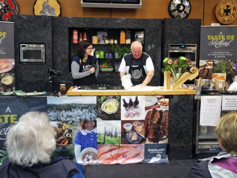 Peter Sinclair demonstrating the art of bannock making - all photos: Elizabeth Atia