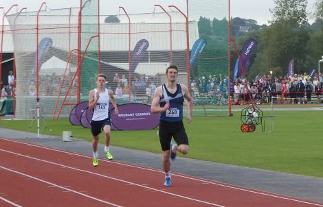 Shetland athlete Alan Williamson qualifying for the 800m semi finals on Sunday evening - Photo: Maurice Staples