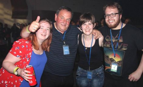 Our reviewer Davie gardner had a terrific night out, here with Amnada Shearer, Chloe Robertson and Peter Keay.