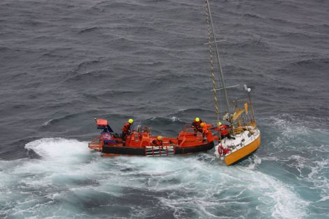 The rescue as it happened. Photo: Norwegian coastguard