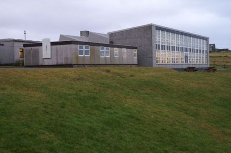 The old Mid Yell junior high school prior to its redevelopment. Photo: Mike Pennington