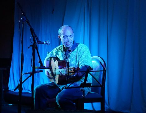 Finley Quaye on stage at the Lerwick Legion on Friday night. Photo: Aaron Leask