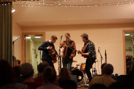 Trio Dhoore offered traditional and Flemish folk tunes.