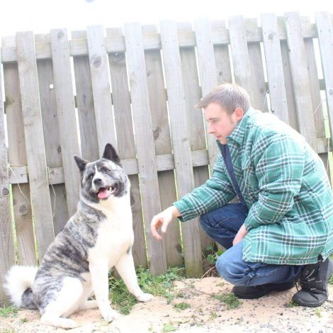 Craig Fullerton with his Japanese akita dog Tahni.