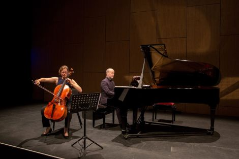 Cellist Abby Hayward and pianist Neil Georgeson playing together for the first time. Photo: Jenny Leask/Shetland Arts